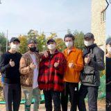 最熟悉的摸頭儀式!EXO的Chen在26號低調入伍,成員們也都紛紛到場送行!