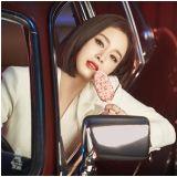 [有片]Queen is Back!金泰希全白西裝+正紅唇色展現女王氣勢的雪糕廣告