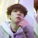 繼Chen和燦烈後,EXO伯賢也成為YouTuber!首條Vlog「宅男出門見朋友」
