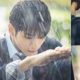 《18岁的瞬间》邕圣佑为金香起遮雨,只有这个身高差距才能营造的浪漫画面!