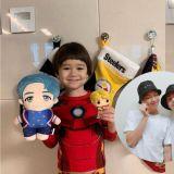 威廉和本特利的圣诞礼物是RM跟V娃娃,网友:节目组快邀防弹上节目!
