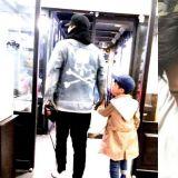梁鉉錫曬出兒子照片:和他唯一最愛的歌手GD在一起了~