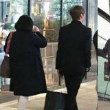 大孝子姜丹尼和媽媽驚喜約會 送花+陪逛街+全程拎包超貼心