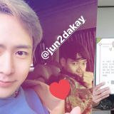 Jun.K今日退伍,Nichkhun到场迎接! 2PM继玉泽演之后第二位完成兵役的成员