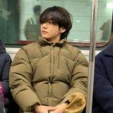 BTS防彈少年團V搭地鐵其實是和金裕貞約會?!網友的腦洞太大了~