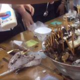 天气好热想吃冰,来学学韩国女高中生的豪迈吃法