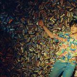 只因防彈少年團《FAKE LOVE》MV,兩家巧克力棒官推吵起來了!