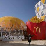 韓國麥當勞「巨無霸套餐」來了!高達14公尺的漢堡、薯條與飲料杯,等著你來拍照打卡!