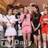 《Show Champion》:Red Velvet奪冠 Yeri頭戴獎盃激萌