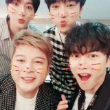 Super Junior 退伍 LINE 比可愛 加起來已有 137 歲?