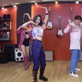 【影片】人氣女團 ITZY 與 SJ 大前輩神童一起大跳新歌《WANNABE》
