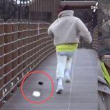 申奉仙的手机从50m的吊桥上掉下去,最后竟然没事!引发网友好奇询问:「是哪牌的手机?」