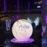 這夜景實在太美啦!粉絲為BTS防彈少年團V金泰亨的絕美生日應援:「我紫愛你」