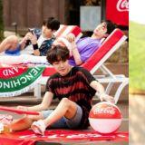 「好想跟他們一起去度假啊!」BTS&朴寶劍的可樂廣告花絮寫真清涼公開