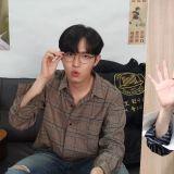「認證妖精」金在奐的最新直播認證!連眼鏡配飾都搭配齊全