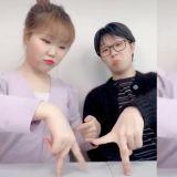乐童李秀贤与「亲哥」李灿赫挑战WINNER新歌手指舞蹈!结果...跳著跳著两人的手指就打起来了 XD