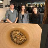 Angelina Jolie访韩特意吃了这家米其林三星韩餐厅:人均29万韩币的王室待遇!
