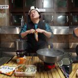 看《煮麵男》就會肚子餓!姜鎬童:「我喜歡在泡麵裡加別的食材,所以安城湯麵沒有蔬菜包很好!」