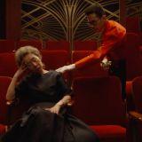 【有片】尹汝貞的奧斯卡小劇場:打瞌睡「丟失」獎杯渾然不知,被人送回來後抱著繼續睡