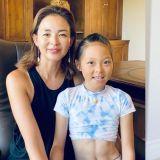 秋小爱的训练近况:瑜伽&拳击一起来,腹肌清晰可见!