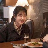 韩剧《我的大叔》IU 终映感谢李善均:「你是我演技人生中最棒的伙伴。」