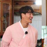 《Running Man》最适合粉红色的金钟国VS李光洙帅气新造型又撞脸了!