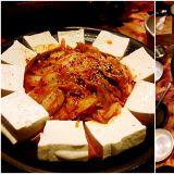【新村必吃】臺灣有熱炒店,到韓國當然不能錯過「包裝馬車」囉!