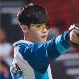 《W》李钟硕完美变身射击选手 展现专注魅力
