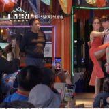 【有片】《Traveler 2》性感女舞者紧贴热舞,姜河那吓到紧闭双眼XD