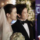 完美夫妻~事业爱情两得意!池晟今日在SNS晒与李宝英的结婚照,并写下:「8周年♥」