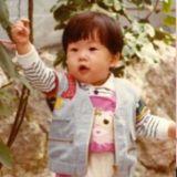 這個可愛小男孩是誰?      從小就有時尚打扮細胞