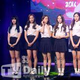 CLC 舉辦迷你四輯《Nu.Clear》showcase 學院風白衫藍裙亮相