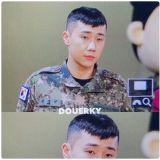 韩网热议!军队生活中依旧可爱的男子就是INFINITE金圣圭!