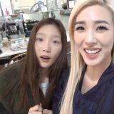 Tiffany公开回首尔和少女时代团员见面的影片:太蒂徐合体好喧闹啊~