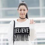 克拉拉赴中國參加時裝周 黑白搭配時髦經典