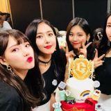 慶祝出道3周年 GFRIEND公開捧蛋糕慶功照片
