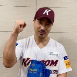《金牌救援》「姜斗基」河道权为培证英雄开球,球员们也成为小粉丝