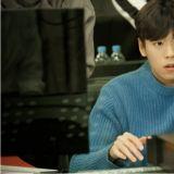tvN新剧《她爱上了我的谎》公开李玹雨剧照 专注音乐的天才作曲家