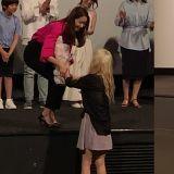 永远的少女时代!润娥首次担任电影女主角...太妍害羞献花,其他成员也到场应援!