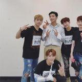 永遠的兄弟團!2AM應援2PM演唱會後台合體照曝光