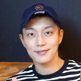 尹斗俊入伍後公開親筆信:「沒能休息就入伍,我也覺得自己好可憐」