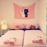 弘大LINE FRIENDS主題民宿! 粉色的房間裡擺滿了熊大,哪個女生能抗拒啊?!