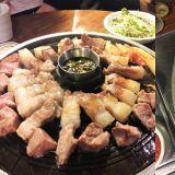 【弘大必吃】在弘大也能吃到濟州黑豬肉!不敢吃肥肉的你也會一口接一口~