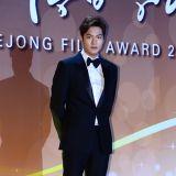 李敏鎬、朴敍俊、李玹雨穿禮服帥氣亮相第52屆大鐘獎紅毯