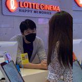 郑雨盛惊现电影院售票处,担任一日兼职生!