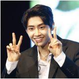 Babysun李鎭赫表情包超圈粉:樓下的你們,看得見我有多帥嗎?