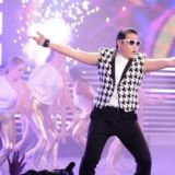 情色VS經典?PSY演唱會女伴舞惹爭議!韓國網民:和色情片沒差