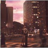 《前輩那支口紅不要塗》主視覺海報公開:路雲+元真兒馬路上浪漫擁吻