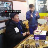 《无限挑战》朴宝剑为郑埻夏送上生日蛋糕 再添暖心美谈