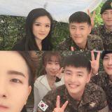 這是「軍中F4」吧!姜河那、池昌旭、周元、任時完著軍裝合照 笑容親切